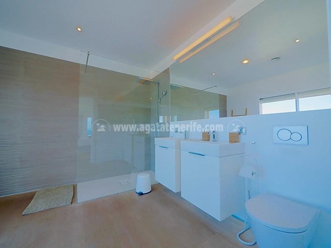 Villa For sale in Tenerife South, Tenerife