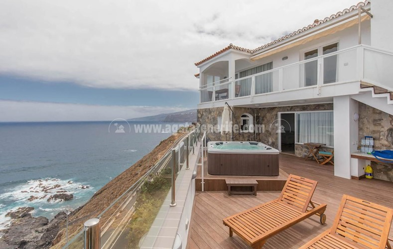 Villa For sale in Puerto de La Cruz, Tenerife