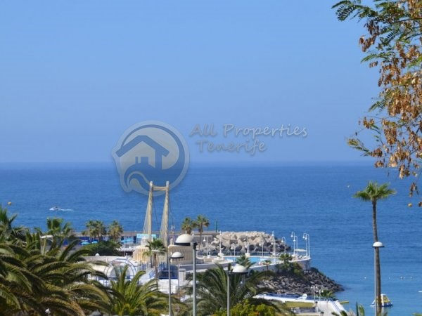 Villa For sale in Puerto Colon, Tenerife