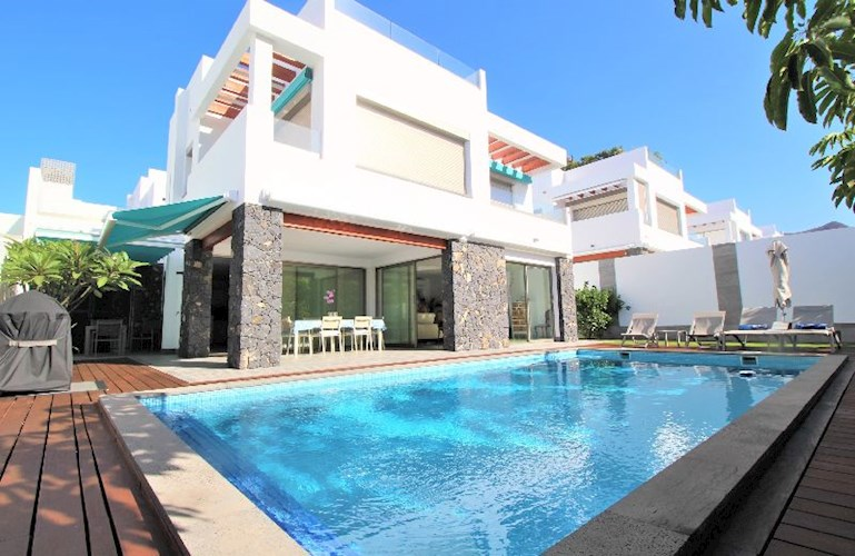 Villa For sale in Los Cristianos, Tenerife
