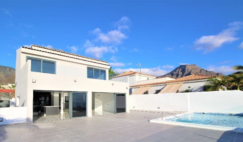 5 bed villa for sale in Adeje, Playa  Fanabe