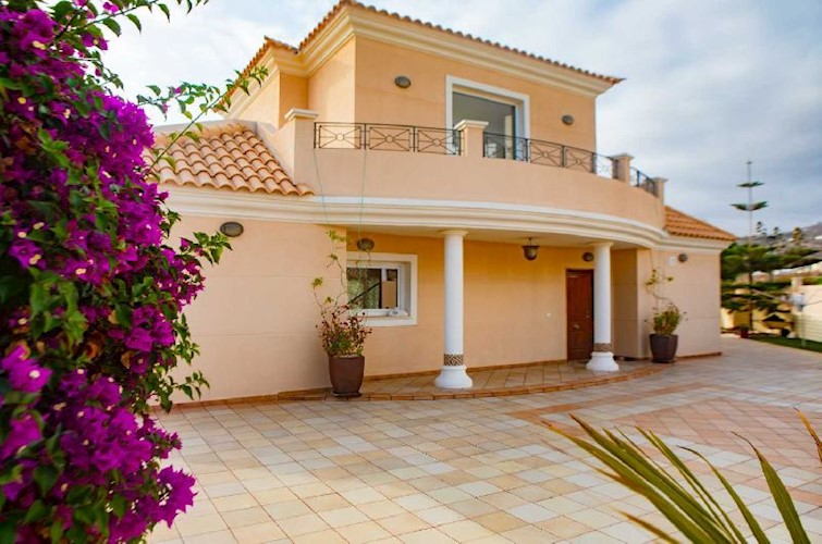 3 bed villa for sale in Playa Paraiso, Tenerife