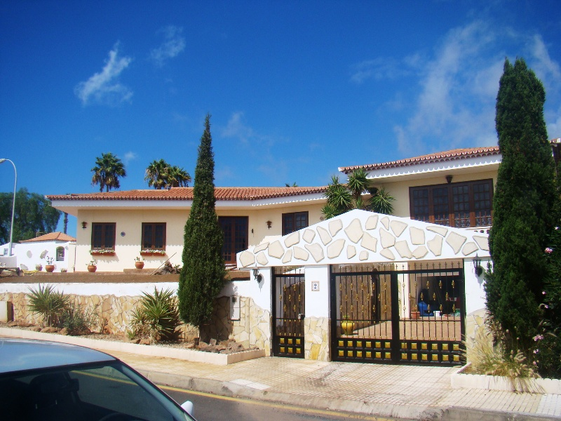 4 Bedroom House For Sale in Callao Salvaje