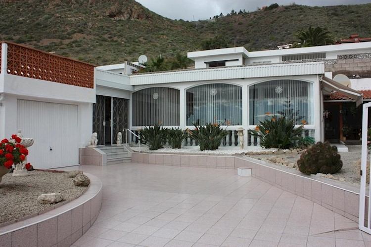 2 bed detached house for sale in La Florida, Tenerife