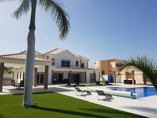 5 Bed Villa For Sale in Golf Costa Adeje
