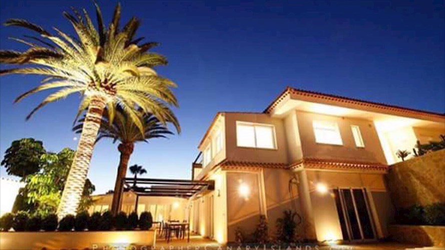9 bed villa for sale in Arona