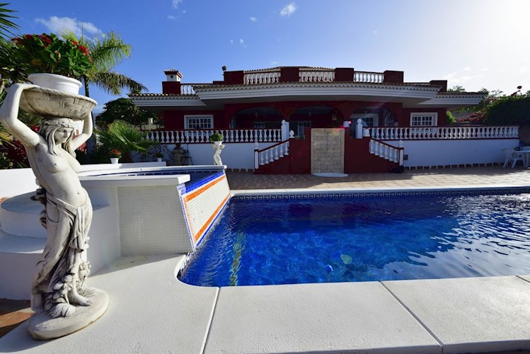 Villa For sale in Playa Paraiso, Tenerife