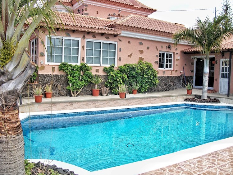5 bed villa for sale in Los Menores, Tenerife