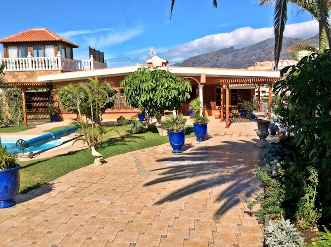 5 bed villa for sale in Playa de la Arena, Tenerife