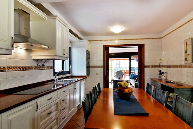 5 bed townhouse for sale in El Galeon