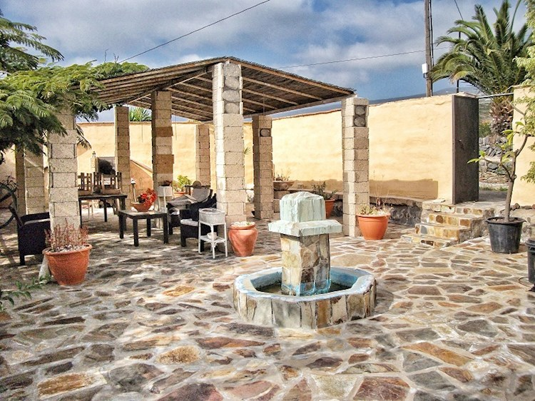 5 bed finca for sale in Piedra Hincada, Tenerife