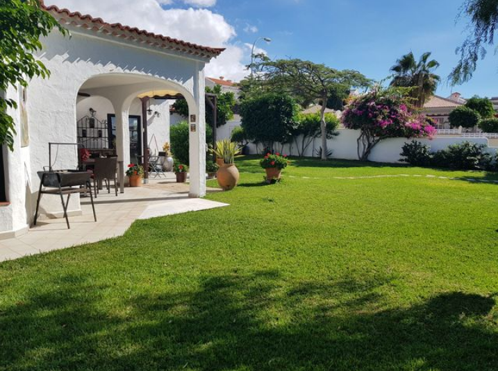 5 bed villa for sale in Playa Paraiso
