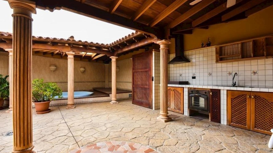 Villa For sale in El Duque, Tenerife