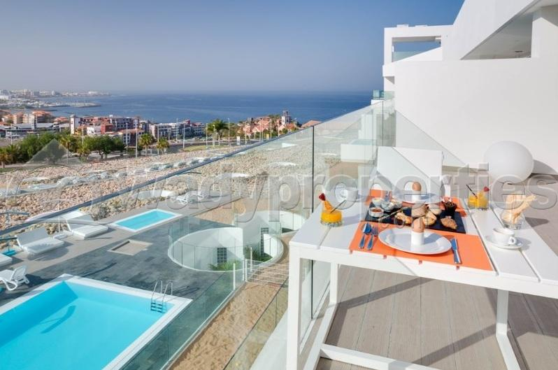1 Bedroom Apartment For Sale in El Duque, Tenerife